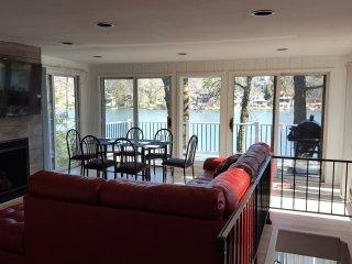 *New* Lake Harmony Lakefront Dreamhome Sleeps 11 - Lake Harmony vacation rentals