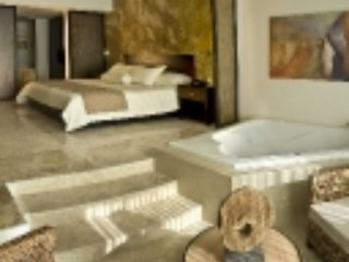 FEB 11-18. VALENTINE SPECIAL! $159/nt. 1BED 2 BATH - Cancun vacation rentals