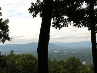 Valley Vista Cabin - ShenandoahRiver view & hottub - Front Royal vacation rentals