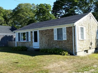 3 Bedroom Family Friendly! 5 minutes to beach ... - West Yarmouth vacation rentals