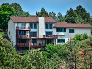 **SPACIOUS**5+ Bedroom Home w/ Mountain Views** - Colorado Springs vacation rentals