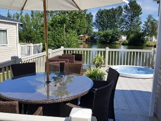 Tally Ho 4 Luxury Let Hot tub, private fishing peg - Tattershall vacation rentals