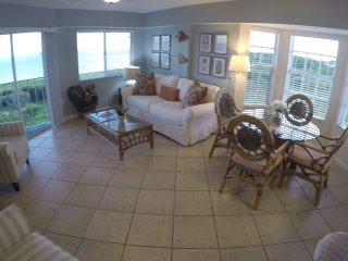 TOP FLOOR - END UNIT - OCEAN VIEWS ALL ROOMS ! - Tavernier vacation rentals