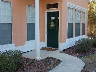 Nice 3 bedroom Gulfport Apartment with Deck - Gulfport vacation rentals