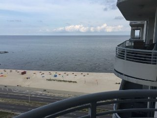 Bright 2 bedroom Biloxi Apartment with Deck - Biloxi vacation rentals