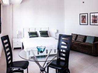 Cozy condo in Fort BGC - ICON J - Taguig City vacation rentals