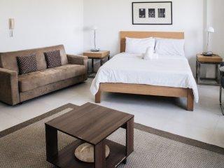 Cozy condo in Fort BGC - ICON C - Taguig City vacation rentals
