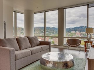 Beautiful & dog-friendly downtown Portland condo w/ panoramic views! - Portland vacation rentals