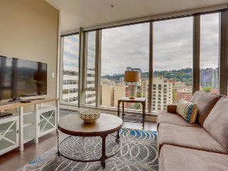 Hip, dog-friendly elegance in the heart of downtown Portland! - Portland vacation rentals