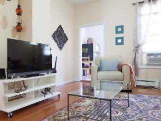 Furnished 3-Bedroom Apartment at 30th St & 37th Ave Queens - New York City vacation rentals
