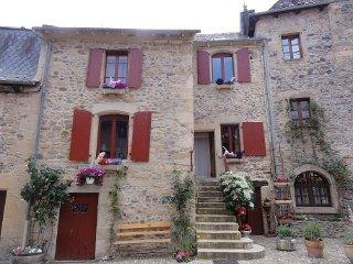 1ère Chambre dans maison (2 pers.) 1 lit double - Sainte-Eulalie-d'Olt vacation rentals