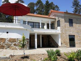 Nieuw! Landhuis, 2 ruime slaapkamers met bergzicht - Tondela vacation rentals
