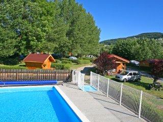 Chalets 2 chambres, 4 à 6 places, avec piscine chauffée - Le Monastier-sur-Gazeille vacation rentals
