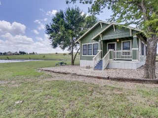 Serene setting in countryside, but close to downtown Austin - Austin vacation rentals