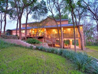 Stunning 5/5 vacation home, Private River access - Martindale vacation rentals