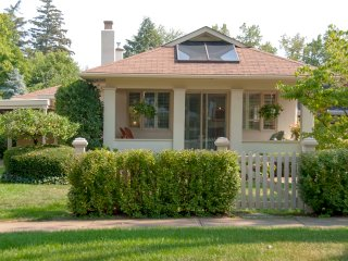 Roseneath Cottage, 5 minute walk to everything - Niagara-on-the-Lake vacation rentals