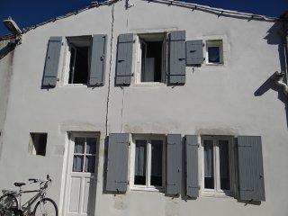 Authentique maison rétaise près de la plage - Clement des Baleines vacation rentals