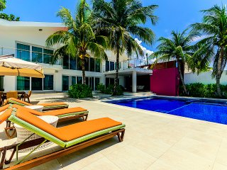 Oceanfront VILLA ROSMAR - 5 BR (7 BEDS) - 14 GUESTS - Cozumel vacation rentals