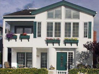 Steps to the beach from this beautiful home! - Balboa Island vacation rentals