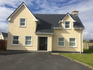 Spacious 5 bedroom Belmullet House with Microwave - Belmullet vacation rentals