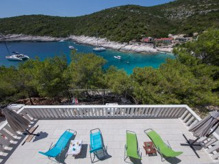 Seafront romantic vacation - MOLO TROVNA N - Vis vacation rentals