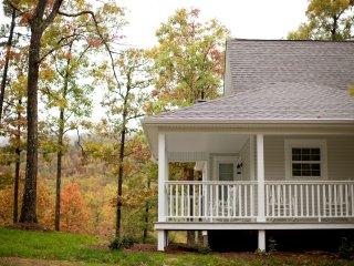 The White Farmhouse Cottage - Scenic Mountain View - Mena vacation rentals