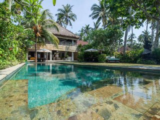 Your Luxury Beach House is here ! - Villa Nilaya - Candidasa vacation rentals