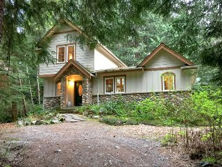 34SL Private Cabin near Mt. Baker with a Hot Tub and WiFi - Glacier vacation rentals