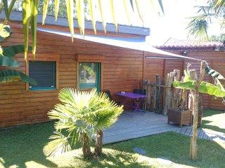 Charmant Studio au fond d'un Joli Jardin - Billere vacation rentals