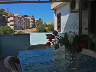 Casadada, appartamento con terrazzo - Santo Stefano di Camastra vacation rentals