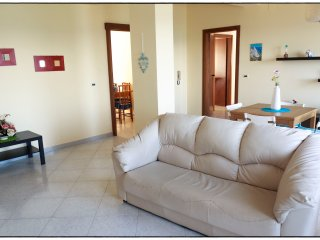 Bright 3 bedroom Cariati Marina Apartment with Elevator Access - Cariati Marina vacation rentals