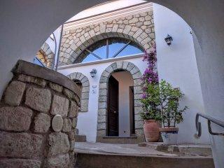 Bilocale 5 posti letto appena ristrutturato in antico Borgo - Serrara Fontana vacation rentals