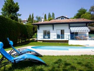 Maison avec piscine sur le golf de Bassussary - Bassussarry vacation rentals