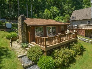 Cherry Cove Cottage is a picturesque lake cottage - McHenry vacation rentals