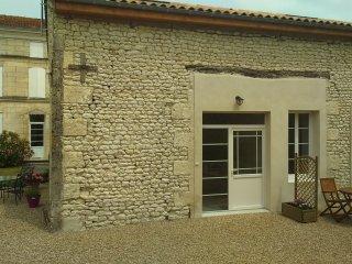 Pervenche at Les Gîtes du Vigneron - Saint Seurin de Palenne vacation rentals