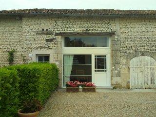 Chèvrefeuille at Les Gîtes du Vigneron - Saint Seurin de Palenne vacation rentals