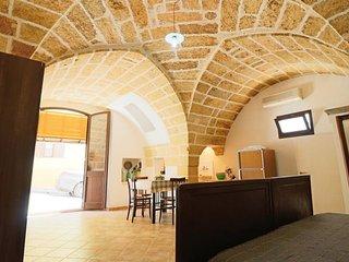 Ground floor studio apartment in Parabita a few kilometers from Gallipoli - Parabita vacation rentals
