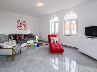 Summertime Vacation Dream House - Okrug Gornji vacation rentals