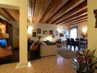 Wonderful Apartment facing Piazza Delle Erbe - Padua vacation rentals