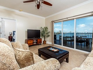Beautiful Condo with Internet Access and Shared Outdoor Pool - Pensacola Beach vacation rentals