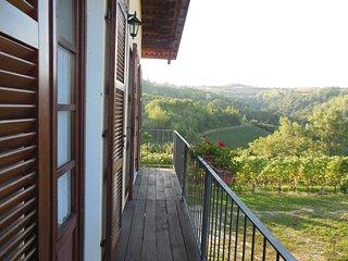 Monolocale con vista panoramica sulle Langhe - Dogliani vacation rentals