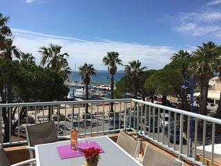 T4 duplex vue mer, pieds dans l'eau, Wifi , Clim - Hyères vacation rentals