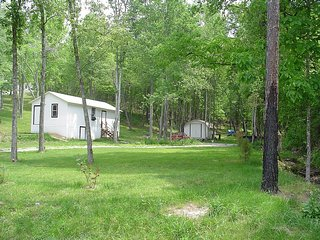 Little Cabin In The Woods Peaceful Retreat - East Bernstadt vacation rentals