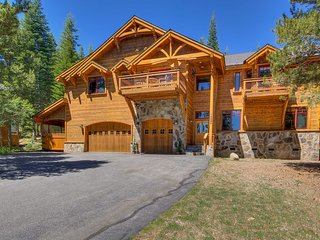 Beautiful home with private hot tub, outstanding decks and log cabin feel - The King's Court - Truckee vacation rentals