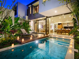 VILLA MARIA, 4 BEDROOM, WALK TO DOUBLE SIX BEACH - Legian vacation rentals