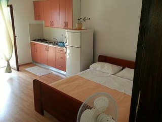 Comfortable Condo with Television and Microwave - Pakostane vacation rentals