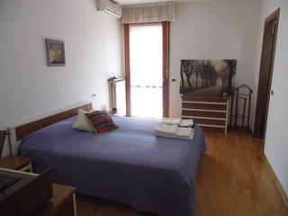 Convenient 1 bedroom Condo in Mestre with Internet Access - Mestre vacation rentals