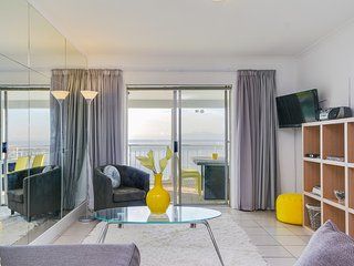 Bright 2 bedroom Simon's Town Apartment with Satellite Or Cable TV - Simon's Town vacation rentals