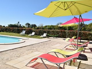 Cosy cottage with garden and pool - Brux vacation rentals