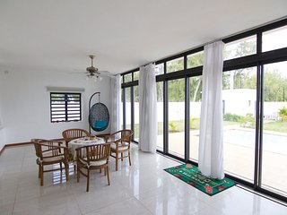 Luxury 4BR Beach Villa for 9 with A/C, Wi-Fi, Pool - Belle Mare vacation rentals